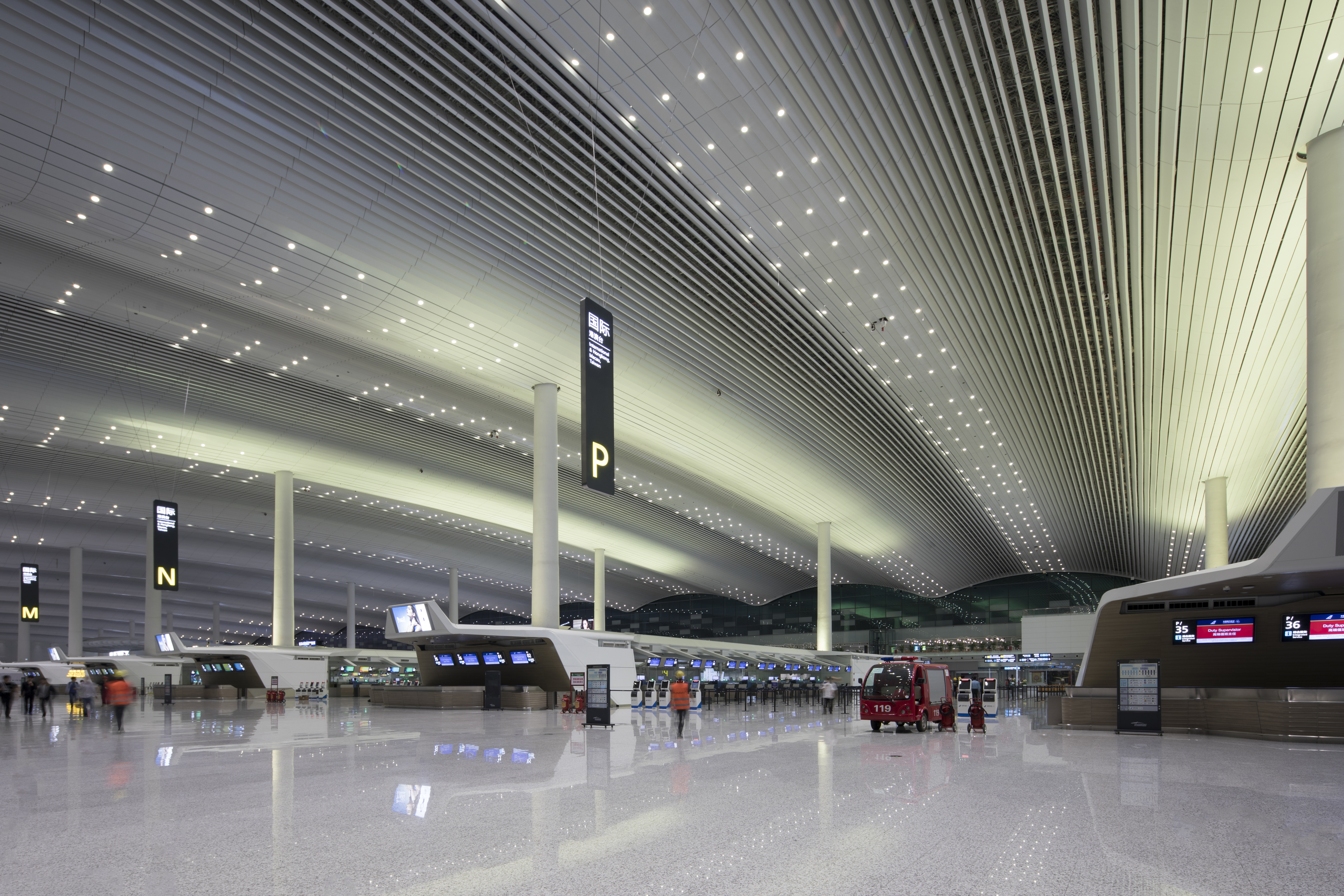 01 广州白云国际机场T2航站楼与GTC交通中心公共空间照明