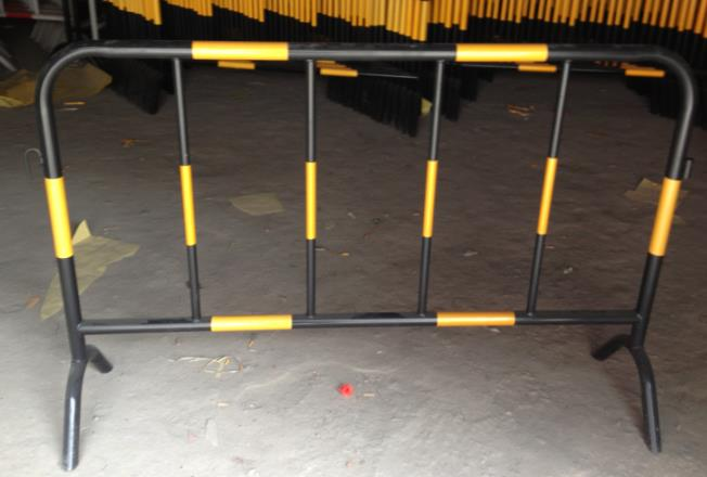 铁质组合铁马围栏图片