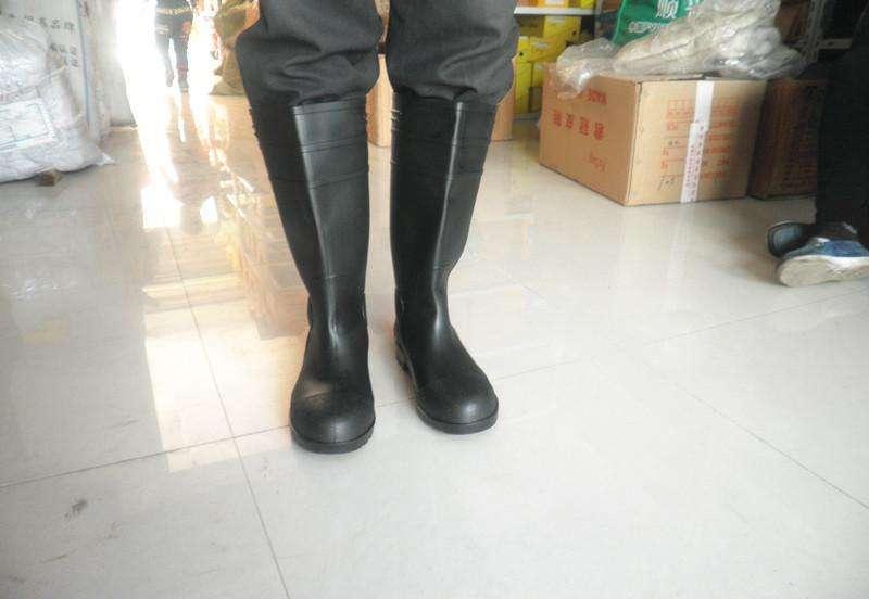 工作雨靴图片